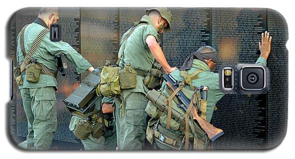 Veterans At Vietnam Wall Galaxy S5 Case by Carolyn Marshall