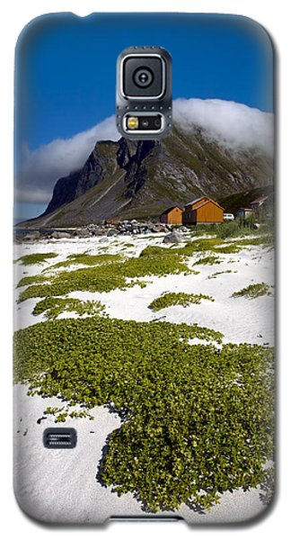 Vikten Beach With Green Grass, Mountains And Clouds Galaxy S5 Case