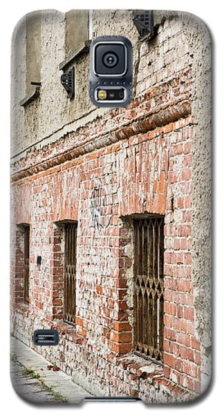 Dungeon Galaxy S5 Case - Derelict Building by Tom Gowanlock