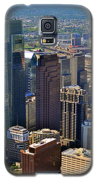 Galaxy S5 Case featuring the photograph 1717 Arch Street Philadelphia Pa 19103 by Duncan Pearson