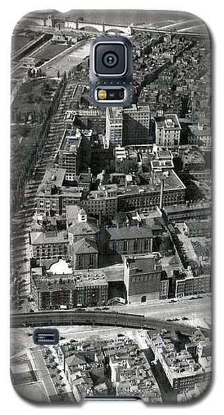 Galaxy S5 Case featuring the photograph 1930 Along Charles Street, Boston by Historic Image