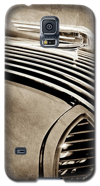 Galaxy S5 Case featuring the photograph 1936 Pontiac Hood Ornament -1140s by Jill Reger