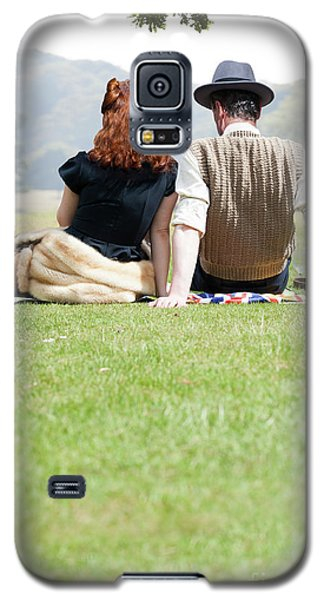 1940s Couple Sitting In The Sunshine Galaxy S5 Case