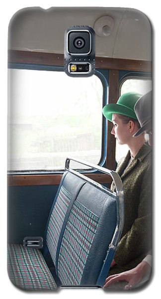 1940s Couple Sitting On A Vintage Bus Galaxy S5 Case by Lee Avison