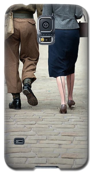 1940s Couple Soldier And Civilian Holding Hands Galaxy S5 Case