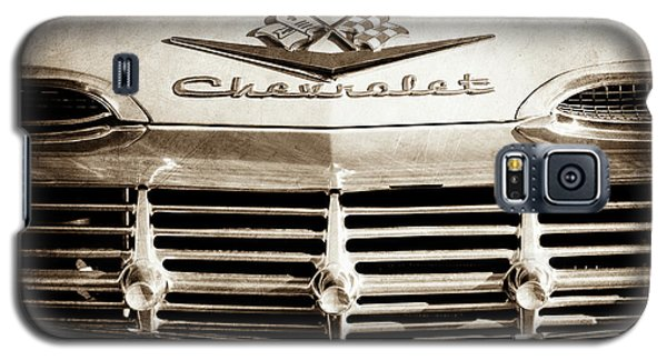 Galaxy S5 Case featuring the photograph 1959 Chevrolet Impala Grille Emblem -1014s by Jill Reger