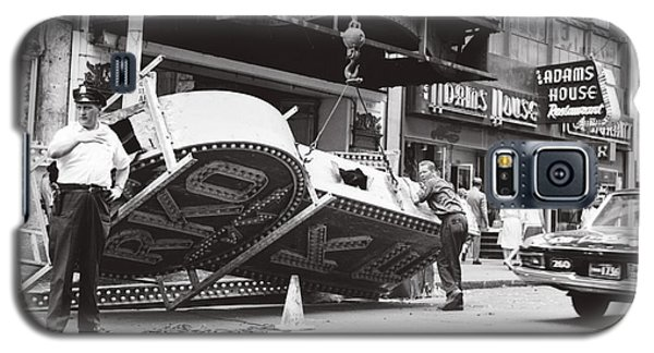 Galaxy S5 Case featuring the photograph 1965 Removing Rko Theater Sign Boston by Historic Image