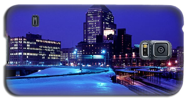 Galaxy S5 Case featuring the photograph  1969 Boston Twilight by Historic Image