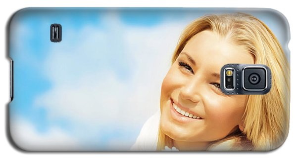 Beautiful Woman Enjoying Daisy Field And Blue Sky Galaxy S5 Case