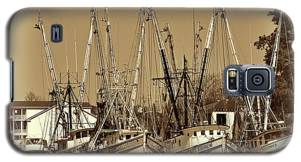Galaxy S5 Case featuring the photograph Georgetown Shrimpers by Bill Barber