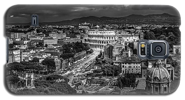 Galaxy S5 Case featuring the photograph Il Colosseo by Sonny Marcyan