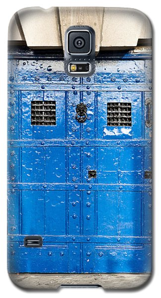 Dungeon Galaxy S5 Case - Old Blue Door by Tom Gowanlock