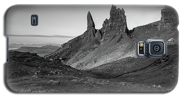 Galaxy S5 Case featuring the photograph Old Man Of Storr by Davorin Mance