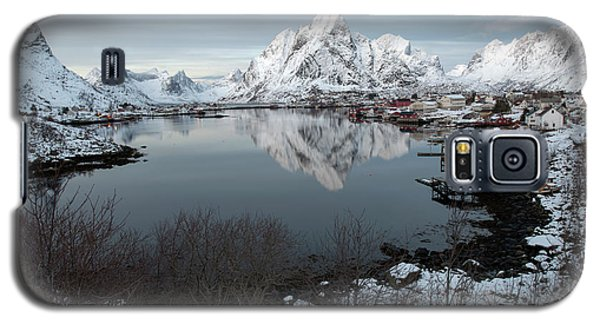 Galaxy S5 Case featuring the photograph Reine, Lofoten 4 by Dubi Roman