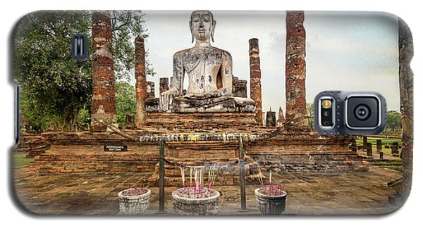 Galaxy S5 Case featuring the photograph Sukhothai Buddha by Adrian Evans