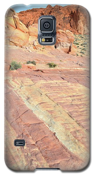 Galaxy S5 Case featuring the photograph Valley Of Fire Rainbow by Ray Mathis