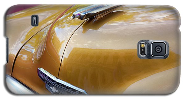 Galaxy S5 Case featuring the photograph Vintage Chevy Hood Ornament Havana Cuba by Charles Harden