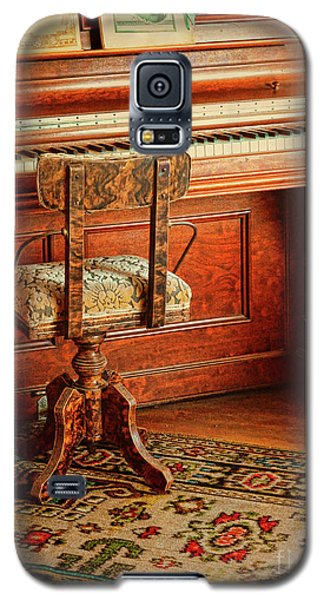 Galaxy S5 Case featuring the photograph Vintage Piano by Jill Battaglia
