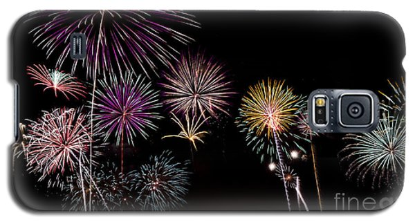 Galaxy S5 Case featuring the photograph 2013 Fireworks Over Alton by Andrea Silies