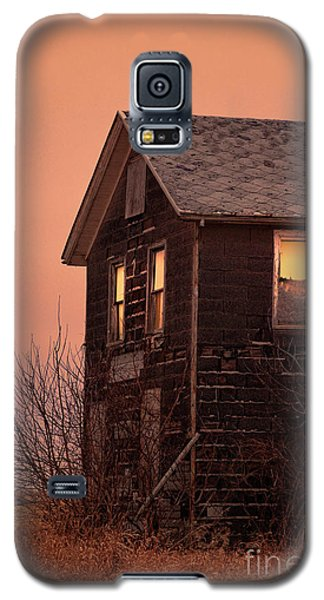 Galaxy S5 Case featuring the photograph Abandoned House by Jill Battaglia