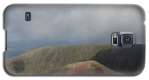 Galaxy S5 Case featuring the photograph Ben Nevis by David Grant