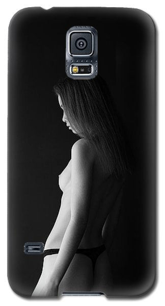 Girl In Front Of Black Wall Galaxy S5 Case