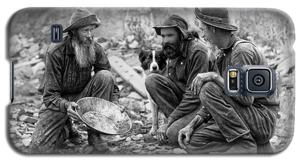 3 Men And A Dog Panning For Gold C. 1889 Galaxy S5 Case by Daniel Hagerman