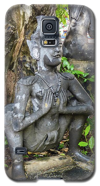 Statue Depicting A Thai Yoga Pose At Wat Pho Temple Galaxy S5 Case