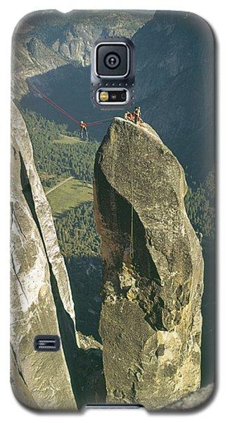 306540 Climbers On Lost Arrow 1967 Galaxy S5 Case