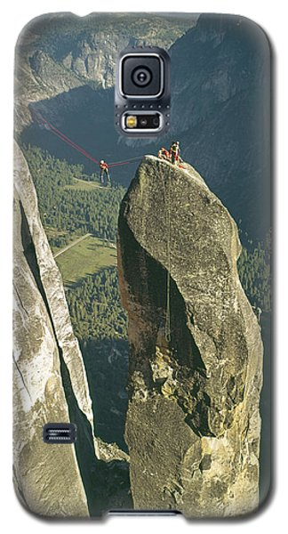 306540 Climbers On Lost Arrow 1967 Galaxy S5 Case