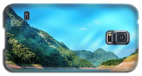 The Mountains And Reservoir Scenery With Blue Sky Galaxy S5 Case