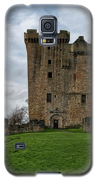 Galaxy S5 Case featuring the photograph Clackmannan Tower by Jeremy Lavender Photography
