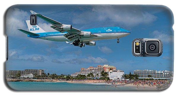 K L M Landing At St. Maarten Galaxy S5 Case by David Gleeson