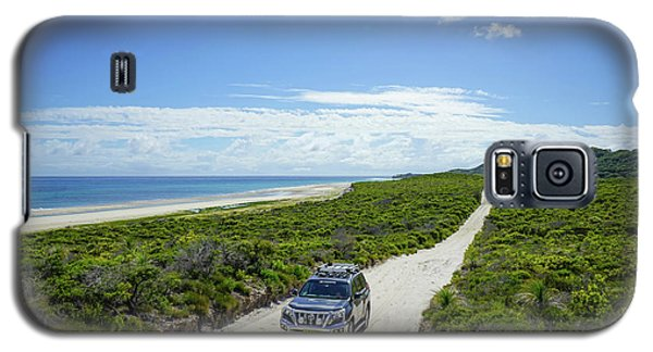 4wd Car Exploring Remote Track On Sand Island Galaxy S5 Case