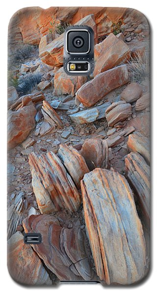 Galaxy S5 Case featuring the photograph Colorful Cove In Valley Of Fire by Ray Mathis