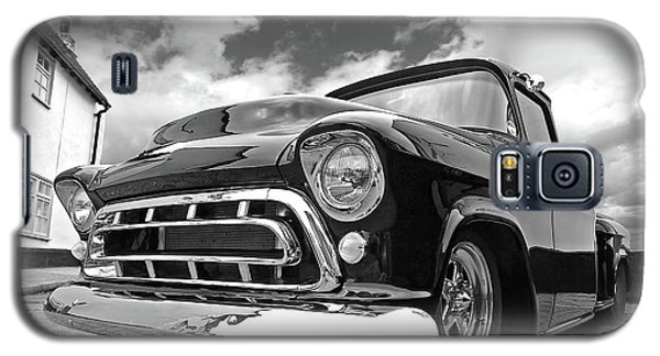 57 Stepside Chevy In Black And White Galaxy S5 Case