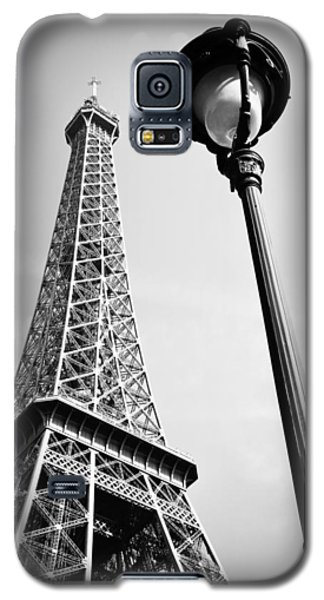 Galaxy S5 Case featuring the photograph Eiffel Tower by Chevy Fleet