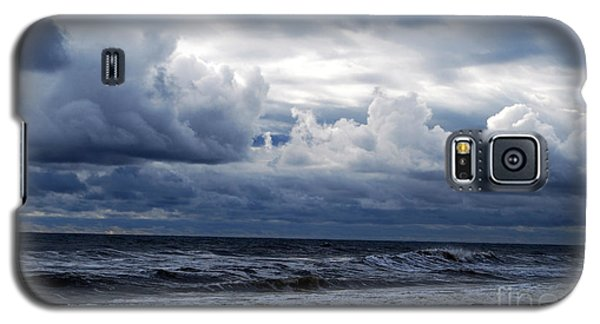 Galaxy S5 Case featuring the photograph A Break In The Storm by Linda Mesibov