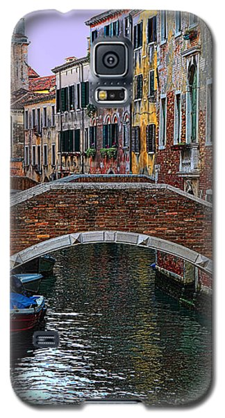 A Canal In Venice Galaxy S5 Case by Tom Prendergast