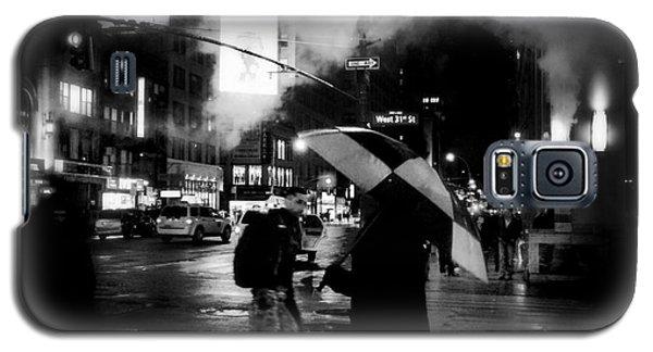 A Foggy Night In New York Town - Checkered Umbrella Galaxy S5 Case