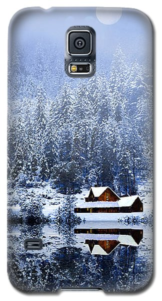 Galaxy S5 Case featuring the photograph A Foggy Winter Night by Diane Schuster