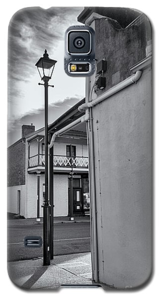 Galaxy S5 Case featuring the photograph A Glimpse by Linda Lees