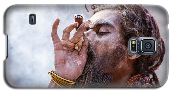 A Hindu Sadhu Smoking A Hash Pipe - India. Galaxy S5 Case