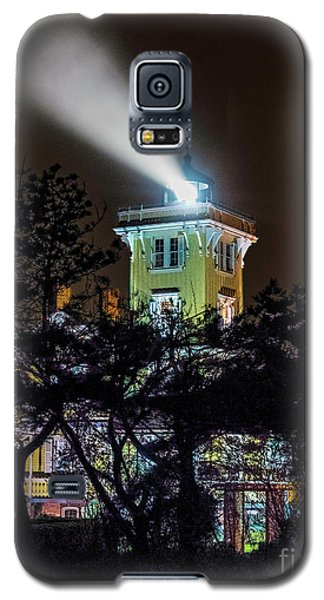 Galaxy S5 Case featuring the photograph A Light In The Darkness by Nick Zelinsky