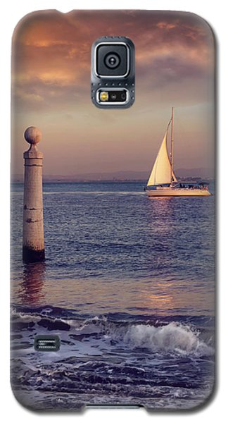 A Lisbon Sunset By The Tagus River Galaxy S5 Case by Carol Japp