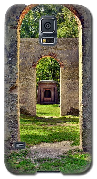 A Look Through Chapel Of Ease St. Helena Island Beaufort Sc Galaxy S5 Case
