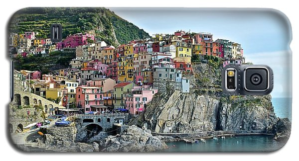 Galaxy S5 Case featuring the photograph A Manarola Morning by Frozen in Time Fine Art Photography