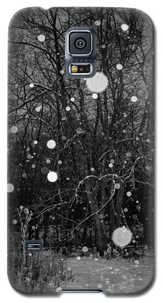 Galaxy S5 Case featuring the photograph A Message by Annette Berglund