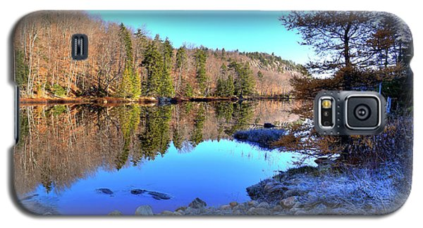 Galaxy S5 Case featuring the photograph A November Morning On The Pond by David Patterson