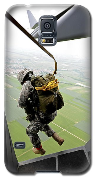 A Paratrooper Executes An Airborne Jump Galaxy S5 Case